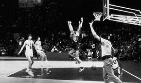 Il famoso canestro di Sergei Belov che decretò la vittoria dell'Unione Sovietica contro gli Stati Uniti alle Olimpiadi del 1972