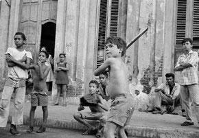 Ragazzi che giocano all'Havana, Cuba (1977) Photo: Susan Meiselas