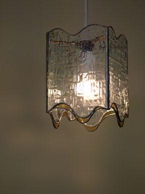 長方形の四面体の上下にカーブを付けたランプ