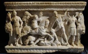 Urna cineraria con scene di combattimento tra Greci e Galati. II secolo s.C. Volterra, Museo Guarnacci. Copyright Damiano Dainelli