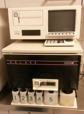 Radiometer Copenhagen ABL 555 Blutgasanalysegerät  ionometrische Elektrolytbestimmung für Labor und Praxis