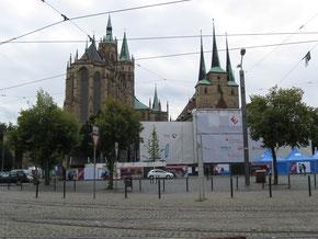 Der Erfurter Dom (links) und die Severinkirche
