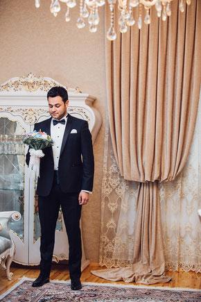 Smoking mit Kummerbund zur Hochzeit