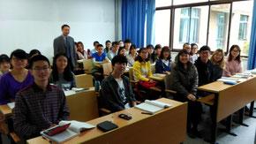 李広志先生の授業。学生の間に曽根さんが・・・わかりますか?
