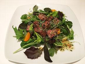 Kalbsleber auf Feldsalat