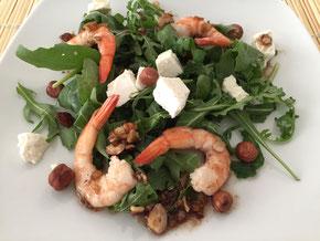 Rucola-Salat mit Haselnuss