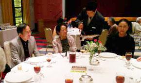 篠辺会長もここではいじられるひとりの若者。