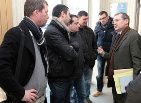 Avec les salariés d'AIM au Conseil général de la Manche