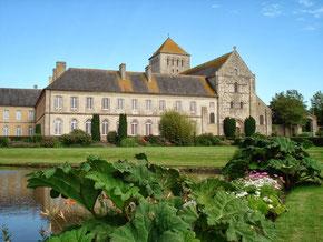 Abbaye de Lessay qui abrite les prestigieux concerts des Heures Musicales tous les ans