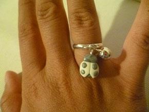 anello con charms in fimo
