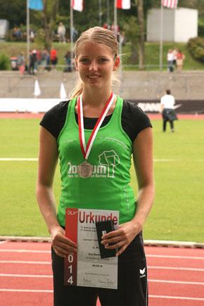 Bild: Mit dem zweiten Platz im Speerwurf bei der deutschen Jugendmeisterschaft krönte Eva Herrmann (U 20) von der LG Reischenau-Zusamtal ihre Laufbahn. (Foto: Thomas Herrmann)