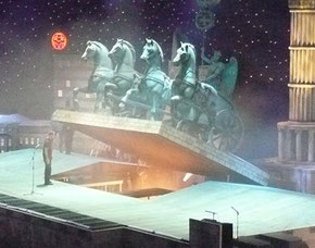 Herstellung der Quadriga inkl. Stahlarmierung für die Bühnenshow von Mario Barth, H ges. ca. 500 cm