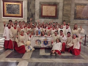 Nach dem Abschlussgottesdienst mit Kardinal Woelki in der Päpstlichen Basilika St. Paul vor den Mauern in Rom.