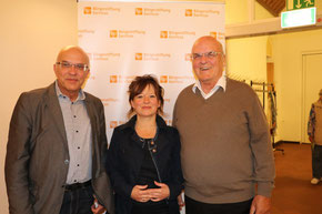 """v.l.: Michael Brockerhoff (Bürgerstiftung Gerricus), Susanne Schick und Ulrich Fezer (""""Hallo Nachbarn""""), Foto: Bürgerstiftung Gerricus"""