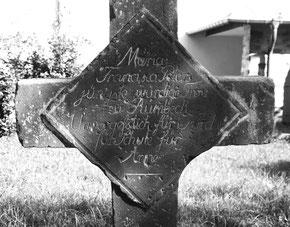 Steinkreuz auf dem ehemaligen Klostergeländer zur Erinnerung an die Priorin Peters