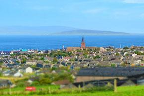 Blick auf Kirkwall mit Kathedrale