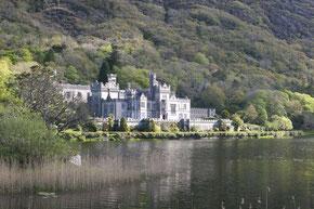 Kylemore Abbey, wunderschön am See gelegen