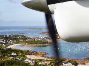 Blick auf die Scilly Islands aus dem Flieger nach Land's End