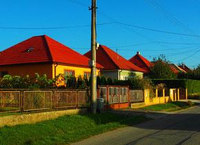 einfache Häuser mit ausreichend grossen Garten
