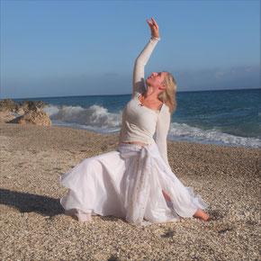 Yogadance Workshopzyklus  / kraftvoll, weiblich, weise die Alchemie von Yoga und Tanz auf der Basis der 5 Elementen