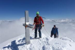 endlich über den Wolken, die letzten Meter zum Gipfel