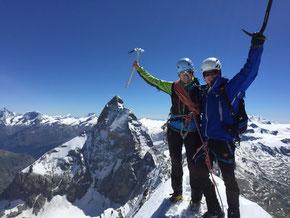 Gipfelfoto vor dem Matterhorn (von Westen)