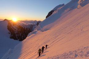 Sonnenaufgang beim Aufstieg auf den Mont Maudit