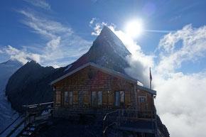 Die Mittellegihütte 3350m steht auf dem berühmten Eigergrat