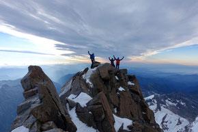 Dunand Spitze 3632m, im Hintergrund der Lago Maggiore