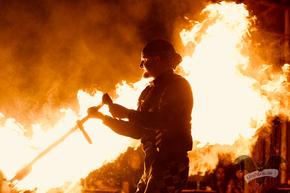 """Die Feuershow von """"Harlekin on Fire"""" auf dem M'era Luna-Festival 2018 / Foto: Batty Blue"""