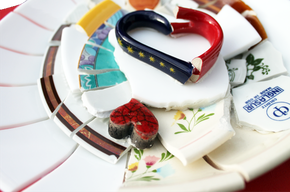 Besonderes Geschenk zur Hochzeit - ein Mosaik aus dem Geschirr vom Polterabend
