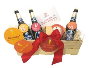 Kölscher Präsentkorb mit Bierdeckeln, Flaschenöffnern, Postkarte und Kölsch
