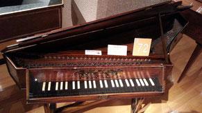 昔のピアノ