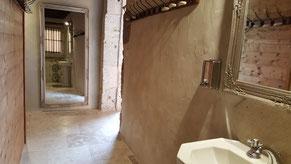 Sanitaires complets pour personnes handicapées venant au Château La Hitte à Lavardac