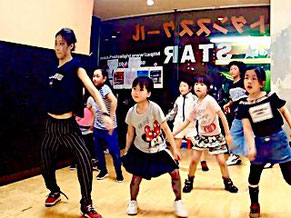 浜松 ダンス スクール Triple Starで女の子に大人気のため、増設されたクラスです。キュートに踊りたい女の子のための入門クラス。
