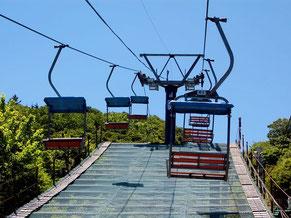 観光ペアリフトで登山。レストハウスと共に木曜が定休