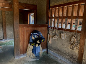 本丸に建つ長屋の内部。戦国のリアルな雰囲気がある