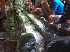 初代店主手作りの石積みの流し台。阿弥陀ヶ滝荘で