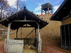 かまど小屋のある南の丸から南物見櫓を見上げる