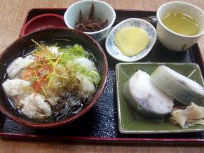あぢかまの里名物の鮒寿し茶漬けセット(1250円)