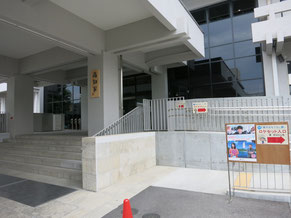 高知県庁の正面玄関