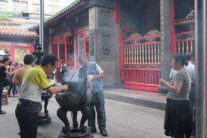 龍山寺で社業発展を祈願