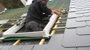 Pose de l'encadrement de la fenêtre de toit