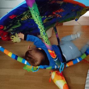 #12von12 #1von12 Baby spielt