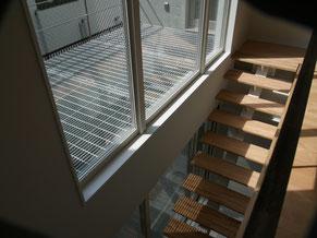 バルコニーと鉄骨階段