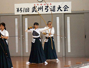 最後まで競射に残った佐藤選手と金子会長
