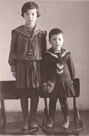 АЮ-8. Дочери Мифа (8 лет) и Белла (3 года),  1940 г.