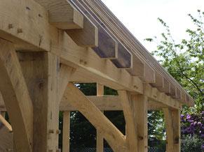 Oak Frame, Oak Garage, Trade Oak Garages, Fresh sawn oak garage, 3-bay oak garage, oak barnhip garage