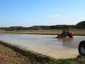 田面排水にU字溝は如何でしょうか?