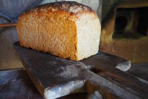 Einmal im Monat ist Backtag. Hier sehen Sie das Ergebnis: Brot nach altem Rezept gebacken.